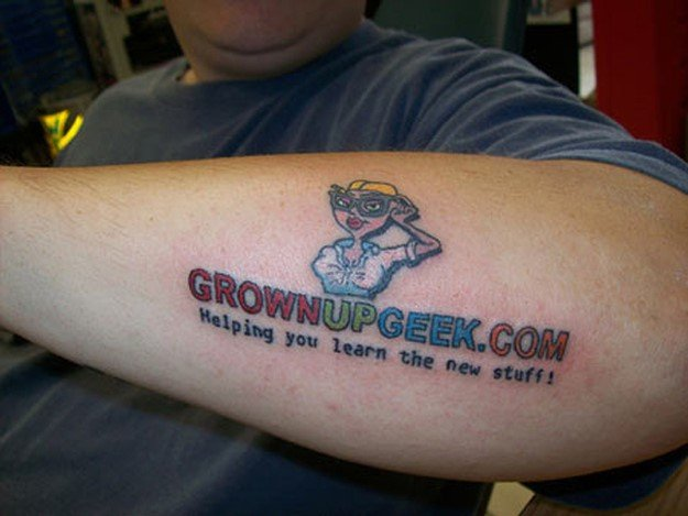 Você tatuaria um anúncio no seu corpo? E se a marca deixar de existir?