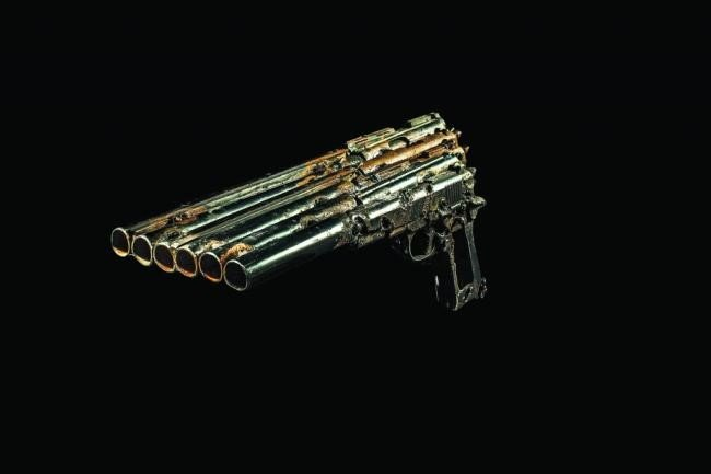Artista transforma armas de fogo em instrumentos musicais [vídeo]