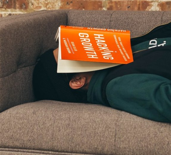 Por que os humanos precisam dormir?