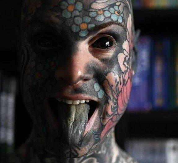 Professor tatuado pode perder seu emprego em jardim de infância